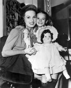 Maureen O'Hara and Natalie Wood | behind the scenes of the 1… | Flickr