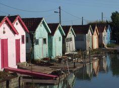 Regardez ce logement incroyable sur Airbnb : Charmante maison de village  - maisons à louer à Saint-Just-Luzac