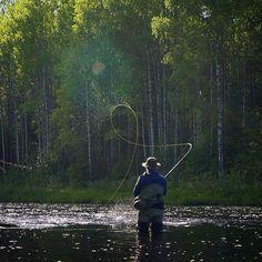 - On the fly - Fishing Girls, Fishing Life, Gone Fishing, Fishing Boats, Fishing Stuff, Pretty Fish, Beautiful Fish, Fishing Photography, Nature Photography