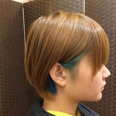 WEBSTA @ dairoku66 - えりかブルー#ショートヘア #インナーカラー#バッドボーイブルー#マニパニ#ブルー#岡崎 #美容室 #cleardue