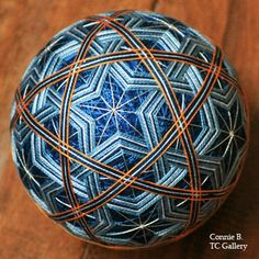 Temari Patterns, All Japanese, Quilted Ornaments, Japanese Embroidery, Christmas Baubles, String Art, Color Themes, Fiber Art, Geometry