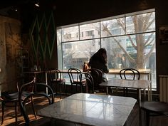 Alone in a coffee shop in South Korea, Daebak! ♥