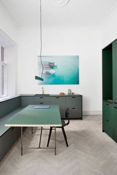 There are some low budget interior design ideas that you can do for your house. And here are some great low budget interior design ideas. Green Kitchen Inspiration, Casa Park, Minimalist Kitchen, Minimalist Interior, Minimalist Living, Minimalist Bedroom, Minimalist Decor, Modern Minimalist, Cuisines Design