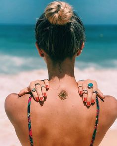 50 Surreal Stunning and Small Sunflower Tattoos to Celebrate the Beauty of Nature - Small sunflower tattoo designs are trend-driven and are making the tattoo lovers go crazy. Dream Tattoos, Badass Tattoos, Sexy Tattoos, Cute Tattoos, Unique Tattoos, Body Art Tattoos, Tattoos For Guys, Tatoos, Foot Tattoos