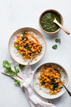 #VEGAN Pot of Curried Chickpeas with Mint & Cilantro Chutney - a tasty, easy dinner!