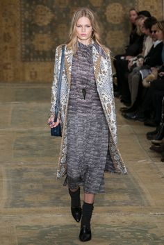 A look from the Tory Burch Fall 2015 RTW collection.