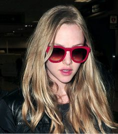 Sunmmer Trend: Red Sunglasses - Amanda Seyfried