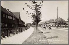 Vermeerstraat, naar de Bisschopsweg gezien. Rechts het begin van de Johannes Bosboomstraat, dan Vermeerstraat 106 en lager. Links 111, 109, ...