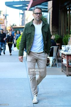 ryan-reynolds-steps-out-in-manhattan-on-september-25-2016-in-new-york-picture-id610612788 (682×1024)