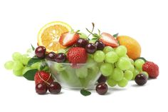Making significant changes to your diet takes time and baby steps. Deciding which small steps to focus on is up to you. We've told you how to up your fluid intake—now it's time for more fruit. Do you eat enough of nature's candy? Most folks don't. Frozen Grapes, Frozen Fruit, Fresh Fruit, Eat Fruit, Fruit Drinks, Fruit Diet, Heart Healthy Recipes, Raw Food Recipes, Tostadas