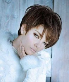 30 Chic Pixie Haircuts: Short Hair for Bangs