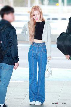 Korean Airport Fashion, Korean Fashion, Blackpink Fashion, Fashion Outfits, Daily Fashion, Kpop Outfits, Cute Outfits, Lisa, Jennie Blackpink