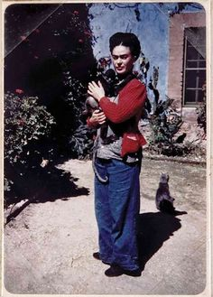 Frida Kahlo - 20 Photographs of Artists and Their Cats | Complex AU