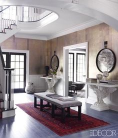 When they found the house of their dreams, a neo–Georgian Colonial built in the 1980s on 12 acres of lush land, it fit their needs to a T. It had plenty of room for the children to play and for the couple to throw dinner parties—not to mention ample space for company, with seven bedrooms and nine baths. But the decor felt 30 years out of date, with wall-to-wall carpeting and a lot of '80s-era chintz. The couple had a very different vision: They wanted a warm but modern getaway, one that was ... Foyer Design, Entry Way Design, House Design, Elle Decor, Foyers, American Interior, Foyer Decorating, Decorating Ideas, Decorating Bookshelves
