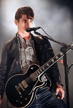 Alex Turner & a guitar Harley Quinn, Monkey 3, The Last Shadow Puppets, Concert Photography, Indie Music, Cute Boys, Beautiful People, Celebrities, Celebs