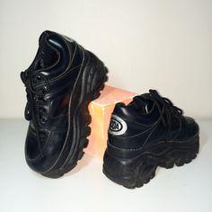 90s size 7 platform buffalo style sneakers