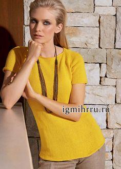 Летний расклешенный пуловер-реглан насыщенного желтого цвета. Вязание спицами