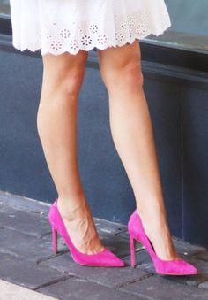 Hot legs to Pink high heels