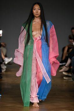 Selam Fessahaye Stockholm Spring 2019 Fashion Show Collection: See the complete Selam Fessahaye Stockholm Spring 2019 collection. Look 11 Runway Fashion, Fashion Models, High Fashion, Fashion Beauty, Fashion Outfits, Dolly Fashion, Fashion Killa, Fashion Designers, Phresh Out The Runway