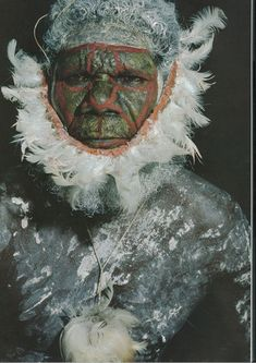 Tiwi man (Australia) in full face and body decoration, including a false feather beard attached to a woven pandanus band Aboriginal People, Aboriginal Art, We Are The World, People Around The World, Brave, Tribal People, People Art, Anthropologie, Religion
