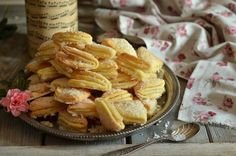 kruche ciasteczka z ciasta twarogowego Polish Recipes, Something Sweet, Biscotti, Apple Pie, Snack Recipes, Chips, Cookies, Baking, Cake