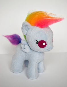 MY LITTLE PONY Baby Rainbow Dash Hand Made Plush Pegasus Toy- This is one of the cutest fan-made Plushies I have seen! My Little Pony Craft, My Little Pony Plush, Rainbow Dash, Little Poney, Plush Pattern, My Little Pony Friendship, Plushies, Sewing Projects, Geek Stuff