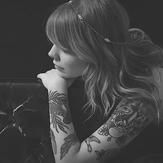 Coeur de pirate wearing a Eugenie Bee headpiece