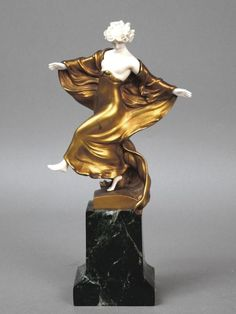 A cold patinated bronze and ivory piece on a marble base by Ernst SEGER. Made in Germany circa 1930. Signature: Seger  (hva)