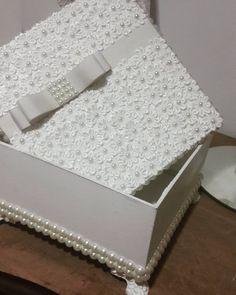 """""""Mais uma caixa especial saindo para outra cliente .. todas com detalhes em guipir e pérolas . Encomenda ja a sua pelo nosso whats (65) 9627-1688"""""""