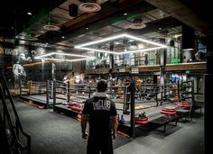 Everybody Fights is a one-of-a-kind luxury boxing gym that you& most defin., Everybody Fights is a one-of-a-kind luxury boxing gym that you& most defin. Everybody Fights ist ein einzigartiges Luxus-Box-Fitnessstudio, in. Fitness Workouts, Fitness Gym, Fitness Studio, Fitness Tips, Boxing Fitness, College Fitness, George Foreman, Dojo, Boxing Gym Design