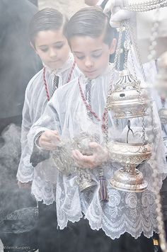beautiful lace, altar boys, incense....Latin Mass smells and bells!