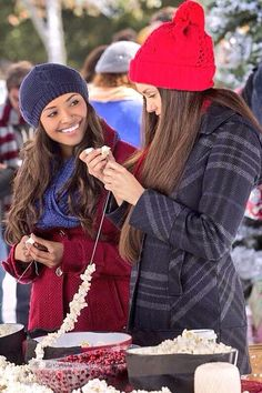 #TVD 6x10 Bonnie and Elena ~ I want them to be together again #christmas