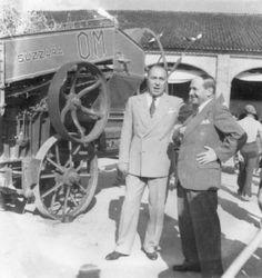 Fascismo - Battaglia del Grano - Azienda Agricola Bianchini in via Brescia - Farinacci con Bianchini vicino ad una trebbiatrice
