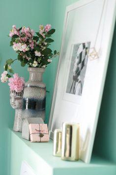 Gold, Mint, Rose - im Bad! #interior #einrichtung #einrichtungsideen #deko #dekoration #decoration #living #ideas #blumen #flowers #blumendeko #livingroom #wohnzimmer #rosa  Foto: oskarlino
