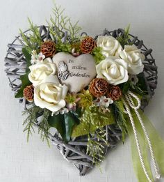 Christmas Paper Crafts, Christmas Wreaths, Christmas Ornaments, Christmas Arrangements, Flower Arrangements, Flower Decorations, Wedding Decorations, Funeral Flowers, Nature Crafts