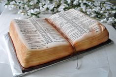 KJV Bible Cake, for the anniversary of the King James Bible. Gorgeous Cakes, Pretty Cakes, Amazing Cakes, Open Book Cakes, Christian Cakes, Bible Cake, Religious Cakes, Cake Design Inspiration, Cake Cover