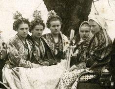 Photo taken in - Polish Folk Costumes / Polskie stroje ludowe Folk Costume, Costumes, Goddess Art, Moon Goddess, Roman Mythology, Greek Mythology, Polish Folk Art, Principles Of Art, Albrecht Durer