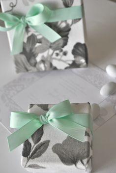 #mpomponieres gamou koutaki floral me veraman kordela Wedding Favors, Wedding Decorations, Wedding Inspiration, Wedding Ideas, Gift Wrapping, Invitations, Wedding Things, Boutique, Kids