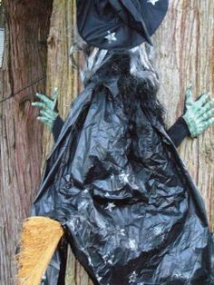 Funny crashed witch decoration - see how easy to make your own!
