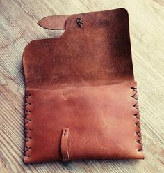 Handmade from recycled leather fastening. Minimalist Leather Wallet, Slim Leather Wallet, Leather Gifts, Leather Craft, Recycled Leather, Handmade Leather, Leather Wallet Pattern, Bags Travel, Tandy Leather