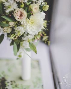 Clasic.  #whitedhalia #candle #instaflowers #instapicture #lumanarecununie #florariecugust #celebration #loveiseverything Baptism Candle, Love Is Everything, Insta Pictures, Celebration, Candles, Table Decorations, Flowers, Instagram, Home Decor