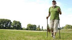 Mit Bewegung und ausgewogener Ernährung können Senioren ihr Cholesterinspiegel senken (Quelle: imago/emil umdorf)