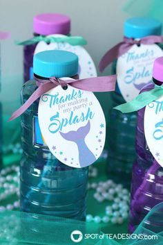 Printables for the dessert table and party favors Mermaid Party Printables plus a party food hack! Mermaid Party Favors, Mermaid Theme Birthday, Little Mermaid Birthday, Mermaid Themed Party, Little Mermaid Parties, Baby Shower Mermaid Theme, Mermaid Cupcakes, Princess Party Favors, Party Fiesta