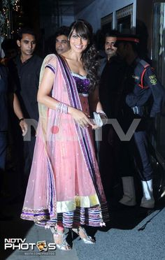 cdd34bbed28392 Shetty wedding  New look Bipasha Basu walks in for the wedding reception.  She worked