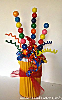Gumballs and Cotton Candy: Back to School Pencil Vase- I couldn't find the site but the idea is too cute not to pin and replicate later. Back To School Party, School Parties, Crafts To Do, Arts And Crafts, Candy Kabobs, Pencil Vase, Graduation Cupcakes, Candy Cakes, Pony Party