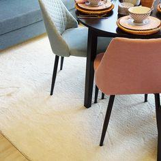 Silkkitie valkoinen/Asuntomessut Kouvola Dining Chairs, Carpet, Furniture, Home Decor, Decoration Home, Room Decor, Dining Chair, Home Furnishings, Blankets
