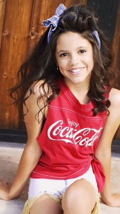 Jenna Ortega is so sweet and beautiful ! She's pretty enough to be a princess ! If she kissed me, I'd turn into a prince ! Cute Fall Outfits, Girl Outfits, Jenna Ortega, Miranda Cosgrove, Teen Actresses, Zoella, Mila Kunis, Celebs, Celebrities