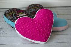 Easy heart pillow.  Free pattern and tutorial.