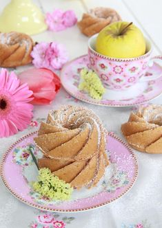 Bizcocho de manzana y especias Sweet Recipes, Cake Recipes, Apple Spice Cake, Savarin, Spiced Apples, Mini Cakes, Cake Pops, Food Styling, Panna Cotta