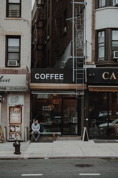New york for the weekend- city guide- la babineau aesthetic City Aesthetic, Aesthetic Vintage, Aesthetic Coffee, Urban Aesthetic, Aesthetic Grunge, Travel Aesthetic, Aesthetic Anime, Amazing Photography, Street Photography